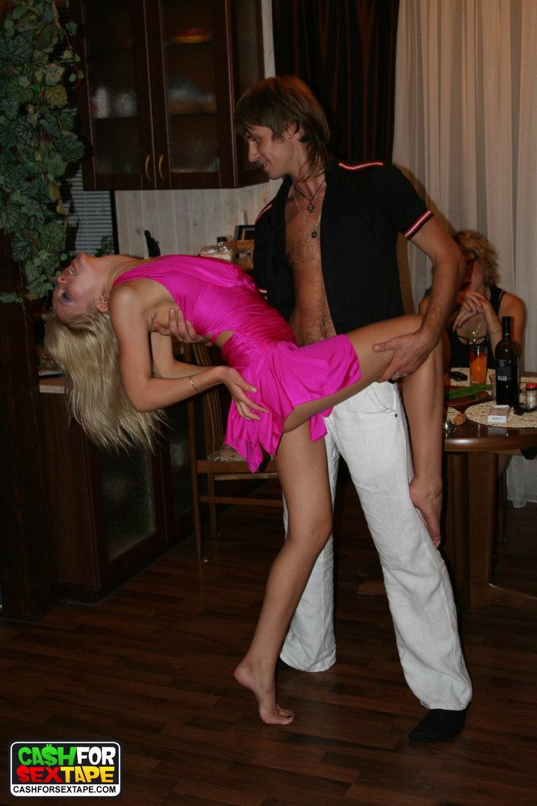 Пикапер трахает русскую девку в лесу. Порно и секс видео.